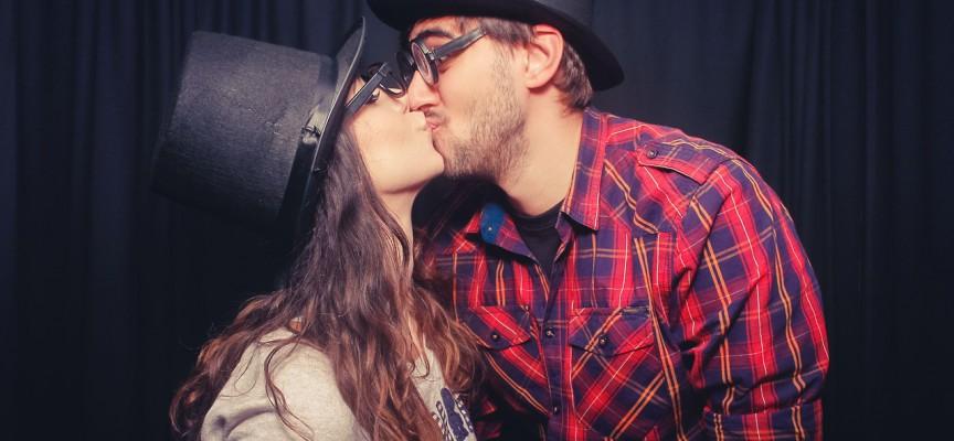 Romantiske kys er ikke så normalt som du tror